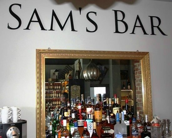 The Cave: Fully stocked bar serving cocktails, premium spirits, draught & bottled beers plus more!