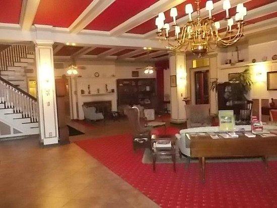 Yankee Pedlar Inn: front entry