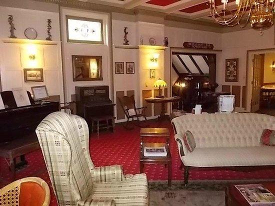Yankee Pedlar Inn: entry