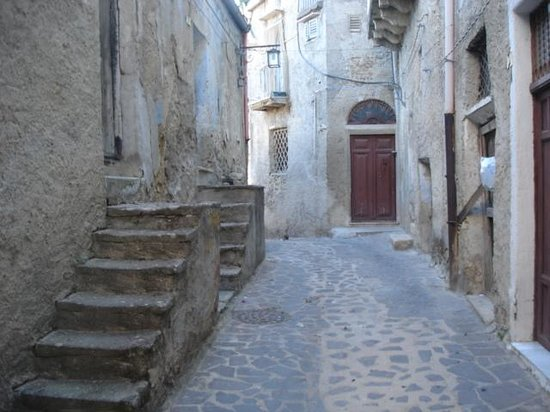 Casa Dei Sogni Guest House: Quaint streets of Burgio