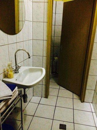 Caminetto: Die Damentoilette