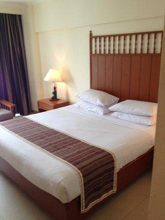 Bangkok Palace Hotel : матрас завернут в целофан