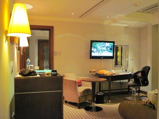 Hilton London Paddington: Muirgold Suite: View as you enter the suite