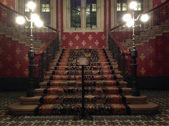 St. Pancras Renaissance Hotel London: The grand staircase