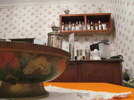 Antique Cafe Nami: Bar