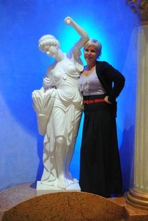 Titanic Palace: статуя