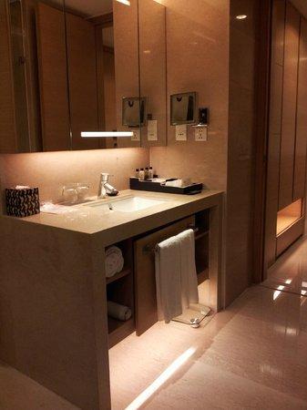 Fraser Suites Chengdu: Bathroom