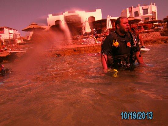Big Blue Dahab : Entering the water