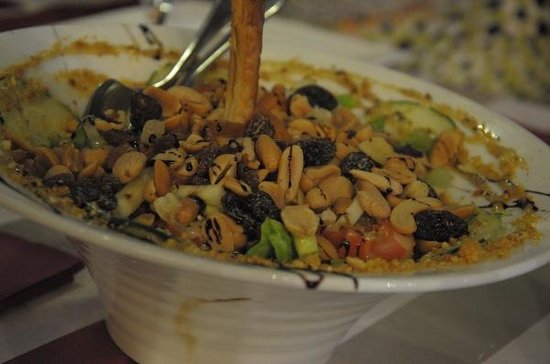 La Clave : Salad with dry fruit