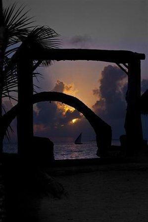 Samaki Beach Lodge & Spa: alba al samaki