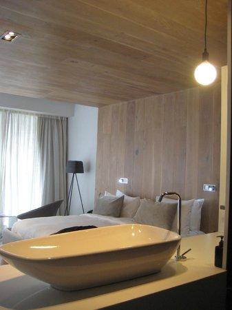 POD Camps Bay: Sink & bed