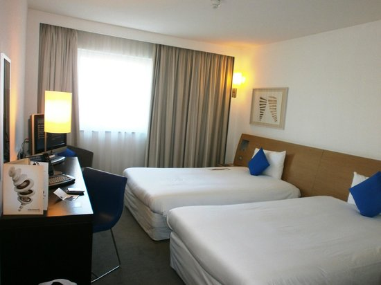 Chambre double lits jumeaux - Photo de Novotel London Greenwich ...