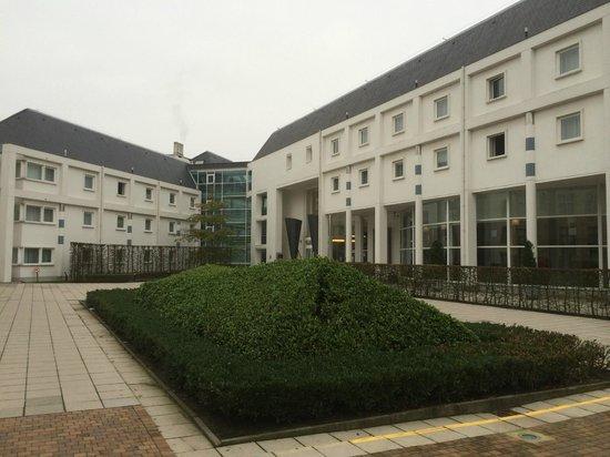 Novotel Brugge Centrum: Vue de l'hôtel depuis la place