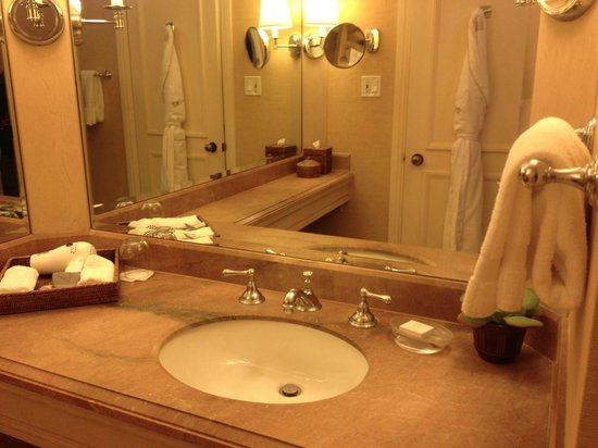 Island Hotel Newport Beach : Lavano