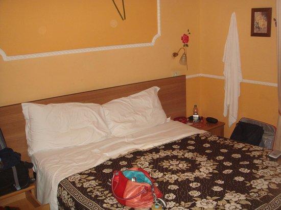 Hotel Ideal : Stanza matrimoniale