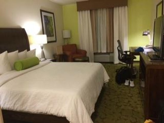 Hilton Garden Inn Boca Raton : How the room looks as soon we entered the room