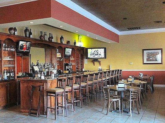 Bella Cucina: bar area