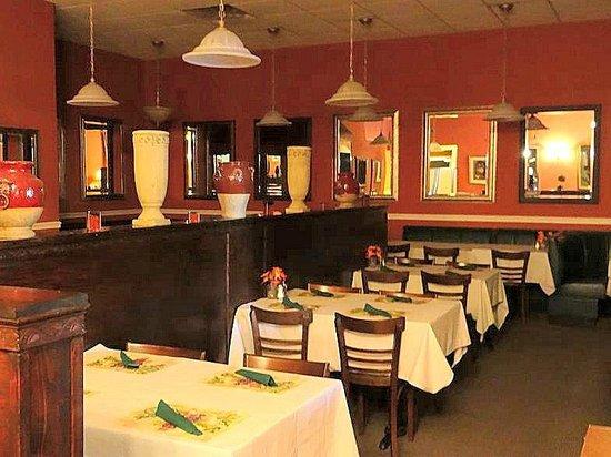 Bella Cucina: dining area