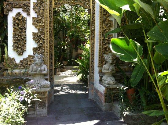 Rama Garden Hotel Bali: View as you walk in