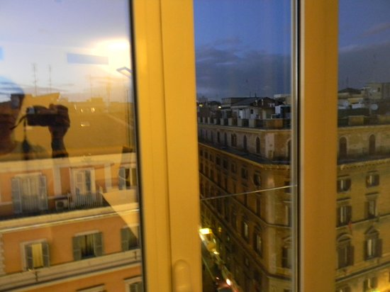 La Griffe Roma - MGallery By Sofitel: Вид из окна номера 810