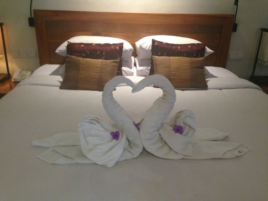 Rama Garden Hotel Bali: Awesome towel art the staff do everyday :D