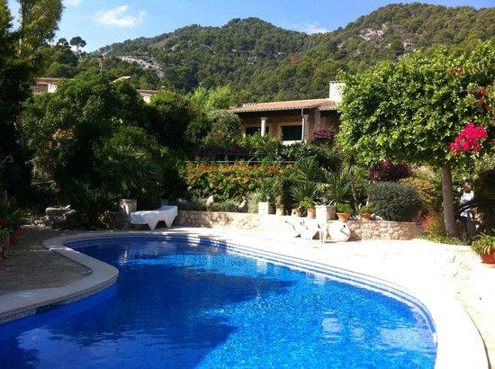 Can Furios Hotel: Ansicht vom Pool