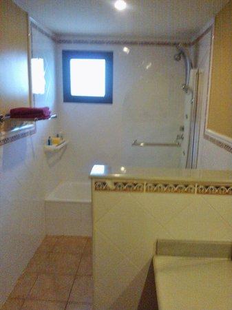 Vitalclass Lanzarote Sport & Wellness Resort: Apartment bathroom