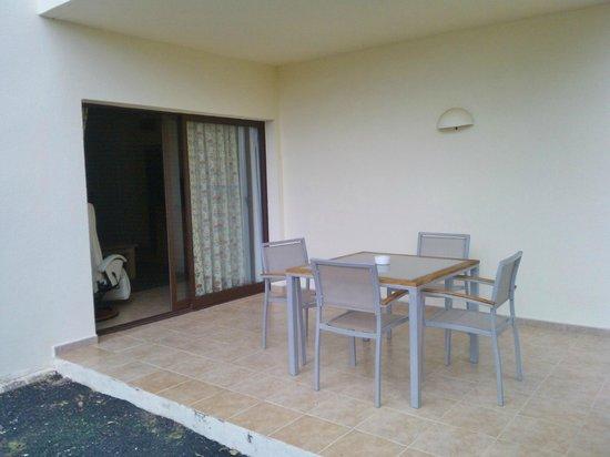 Vitalclass Lanzarote Sport & Wellness Resort: Apartment seating area outside