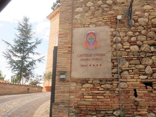 Castello Chiola Hotel : Entry to the Castle