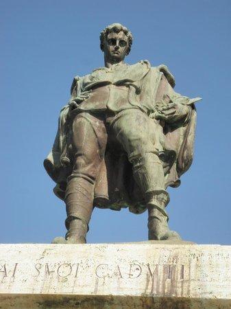 Castello Chiola Hotel : Monument to honor Loreto's brave soldiers