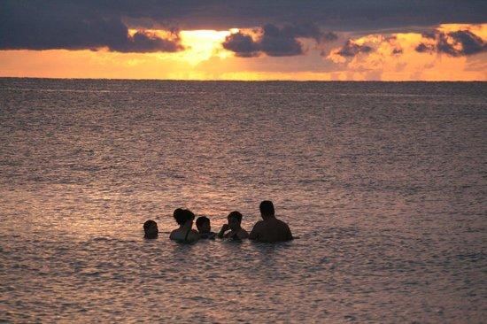 Gulfside Beach Club: Typical sunset. BEAUTIFUL!