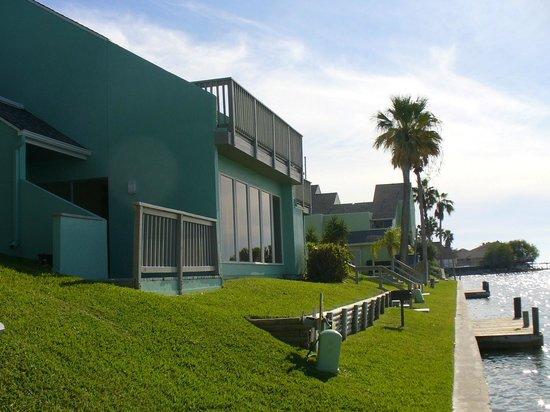 Multi-Resorts at Puente Vista: Exterior-Deck View