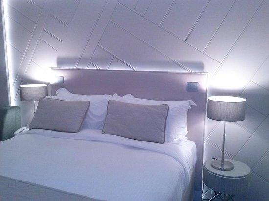 Hôtel les bains de Cabourg : Tête lit panneaux de cuir
