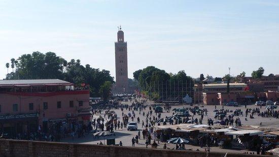 Riad Andalla : la place jemaa el fna vue de la terrasse