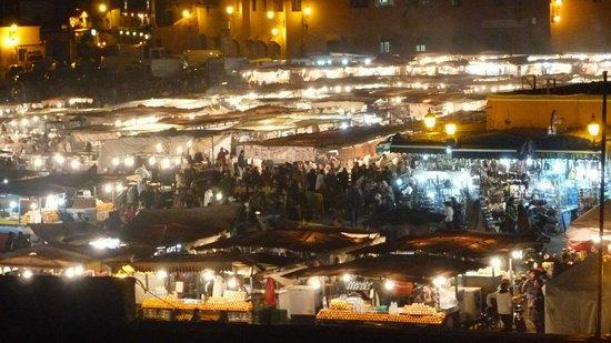 Riad Andalla : Place haute en couleur la nuit