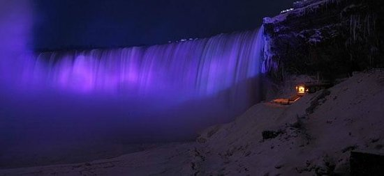 Royal Tours of Niagara Falls from Toronto: Eveningh Lights Tours of Niagara Falls with Royal Niagara Tours