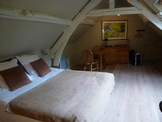 La Cour Sainte-Catherine: Our homey Normandy room