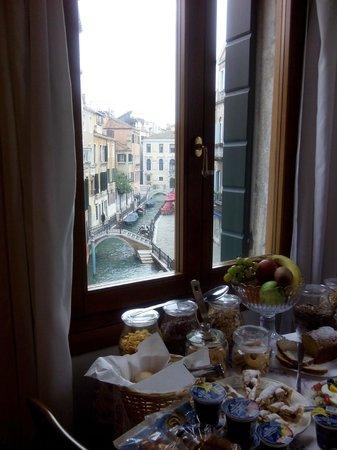 Residenza de l'Osmarin: Breakfast room view