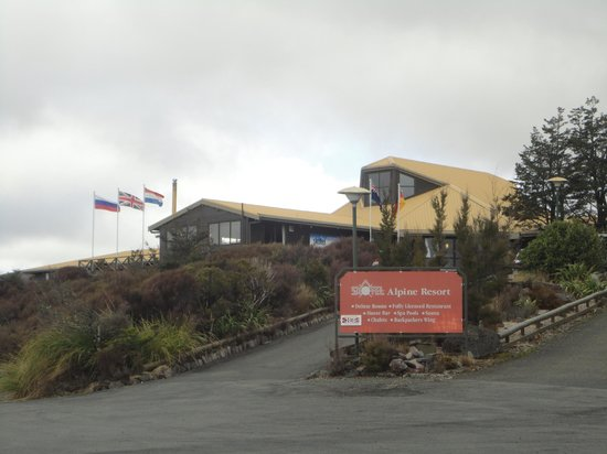 Skotel Alpine Resort: A welcoming sight- the dutch flag flying high to welcome us.