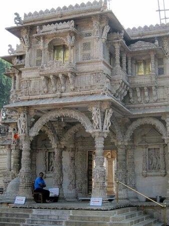 Hathee Singh Jain Temple : Hutheesing Temple