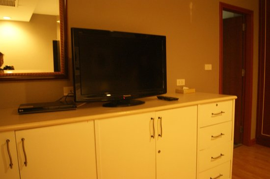 Evergreen Place Bangkok: TV in room