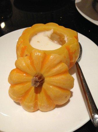 Fu 1039: Dessert: Orange Yogurt in Pumpkin