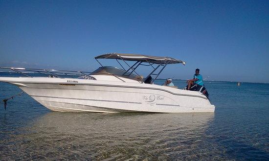 Namori Tours Sortie Dauphins : L'un de nos 3 bateaux pour nos sorties dauphins et sorties à l'Ile aux Cerfs
