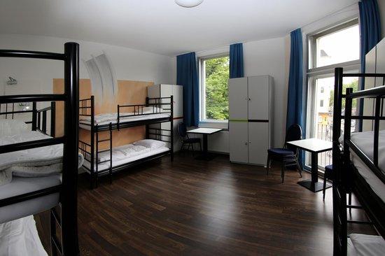 Big City Hostel: 6 Bed Room