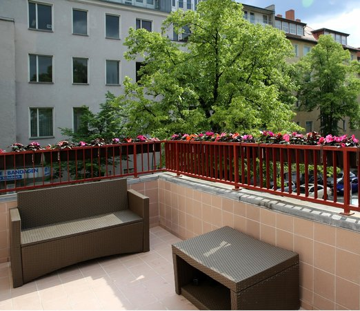 Big City Hostel: Balcony