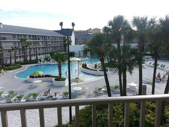 Avanti International Resort : pool area