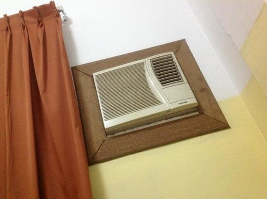 Kim Samnang Guesthouse: Some really old A/C!