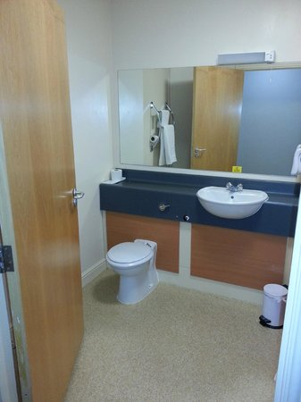 Premier Inn South Shields Port Of Tyne Hotel: Bathroom