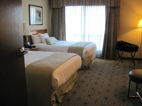 Embassy Suites by Hilton Portland Airport: Double suite