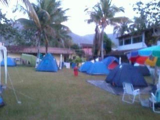 Pousada e Camping Marymar: vista geral do camping Marymar, gramado bom